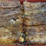 高田屋 - 料理写真:鰻重松(土産)。新仔鰻だから蒸しが足らなくてもやわらかい。店で食べないと本来の味は分からない。