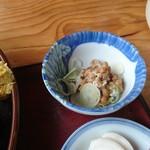 とんかめ - 定食に納豆の小鉢