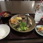 75890210 - 私もこの中から和食中心の料理を選んでテーブルに運んで来ました。