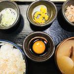 75891870 - 倶知安石川琢也養鶏場の奇跡の卵かけご飯定食                       の別角度