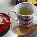 楽屋 - 梅昆布茶(おかき付き)