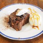 Cafe&Deli COOK - スイーツセット 850円 のWナッツのガトーショコラ