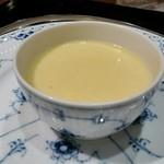 横浜うかい亭 - 娘のコース とうもろこしのスープ。