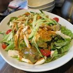 隠れ家個室居酒屋 鶏の久兵衛 - 蒸し鶏と豆腐の棒々鶏サラダ