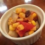75897213 - 福神漬け代わりのサラダ。甘酢でカレーに合わせるとかなり美味い