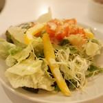 CAFE DE MOMO - 夜限定おすすめカレーセット(600円)の野菜サラダ
