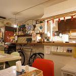 CAFE DE MOMO - カジュアルな雰囲気の店内