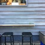 リトルナップコーヒースタンド - 外の席