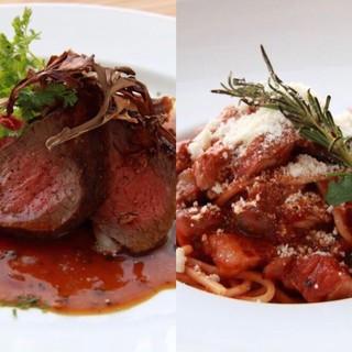 11月のおすすめディナーは北海道産天然蝦夷鹿のお料理
