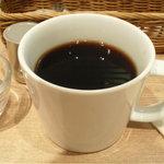 ジェイエス パンケーキカフェ - ホットコーヒー単品だと390円。セットだと100円引き。