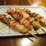 ゑびすや - お通し 刺豚串焼き
