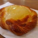 まつむらパン店 - 料理写真:洋梨のデニッシュ(140円)