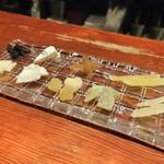 ボンヌプラス - チーズとドライフルーツの盛り合わせ