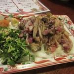 八風 - 鶏モモ肉はタタキ720円でいただきました。  料理は地元産の鶏肉の博多地鶏を使ってあるんで美味しさは格別ですね。