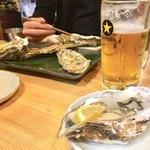 北海道マルハ酒場 - 生かき 350円