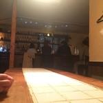 ビノシュ - 大テーブルに座った中高年4人組(๑>◡<๑)