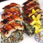 菊水鮓 - 料理写真:【菊水鮓名物】穴子棒すし。当店ではシャリの中に椎茸、青じそ、もみのりを混ぜております。ふっくら肉厚の明石穴子とこだわりのシャリ、ツメの一体感をお楽しみ下さい。