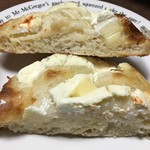 ブーランジェリー トースト - 塩パン クリームチーズ&ゴーダミックスの断面
