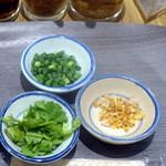 マンゴツリーキッチン パッタイ - モーニングタイ雑炊カオトム500円の薬味