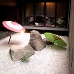 忍庭 - 奥の座敷の手前には枯山水の庭