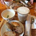 75920576 - モーニング(^∇^)                       アイスカフェラテ、キノコの豆乳スープ、パン盛合せ。