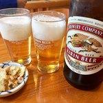 やま川 - 瓶ビールで乾杯