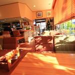 ベニス洋菓子店 - 立派なカフェコーナー