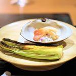 赤坂 きた福 - 北寄貝のお寿司  じっくり焼いたヤングコーンの炭火焼き