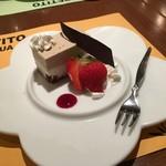 イタリアンバル アクア - パティシエ特製ドルチェ。可愛いお皿