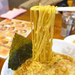 75927321 - 完全なる細麺。醤油スープと絡んで濃いめの味わい、満足感は高い