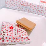 Dangouzakasabisuerianoborishoppingukona - ラングドシャのような感じ             黒蜜入りクッキーで きな粉チョコをサンドしたもの