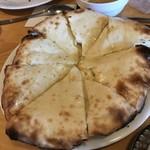 インド料理 サマン - ハニーチーズナン