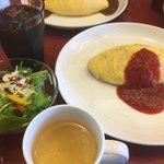 しゃぽーるーじゅ - 料理写真:ケチャップオムライス+アイスコーヒー ¥800+200