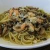 ボルカノ - 料理写真:海老とキノコの大葉を使ったジェノベーゼ。