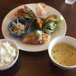 サッドカフェ - 週替わりランチ(中華風コーンスープ、白身魚のフライ、サラダ、なます、チャプチェ、 もやしの炒め物?、カボチャの煮物)@900