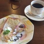 サッドカフェ - デザートセット(栗のタルト、バナナのシフォンケーキ、ホットコーヒー) @350