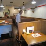 MaruKama - テーブル席に着席です