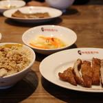 髭鬚張魯肉飯 - お肉セット ご飯小(750円)