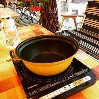 卓上IHやお鍋、ポット、レンジ、食器類が自由に使えます。