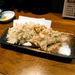 大衆酒場 金星 - あじのなめろう天ぷら 490円(税別) 鯵刺しを叩いたものを大葉で巻き、薄衣の天婦羅に。美味しい塩も付きます。