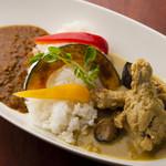 カフェ&キッチン yy - 料理写真:2色カレー