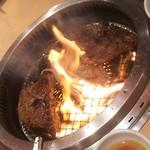 焼肉きんぐ - お肉を焼いてます(2017.11.04)