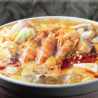 海鮮唐チゲ鍋で温まる!◎3H満足飲み放題付10品4,000円