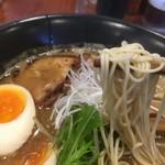らーめん一丁亭 - 豚骨魚介らーめん 味玉入 麺リフト〜(*^▽^*)❤️