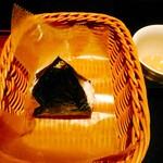 おむすび きゅうさん - この日の限定・サバはとう 170円(税込) 焼き鯖と葉唐辛子だったのかな。大きさはコンビニのものより少し大きい。テイクアウトも出来ます。ロマンスカーのお供にもどうぞ(^_^)。
