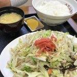 毛呂山食堂 - 肉野菜炒めライス