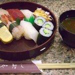 一休寿し - 料理写真:寿司セット 梅