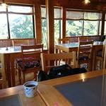 和食茶房 風の彩 - 木のぬくもりに包まれた店内(^^)