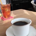 ハナミズキ カフェ - レモンティーと花水木ブレンドコーヒー