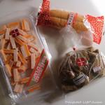 桔梗屋 - 工場アウトレットで購入したのは、レッドチェダー入りタラチーズ(370円)、桔梗信玄棒(247円)、桔梗信玄餅揚げパン(151円)